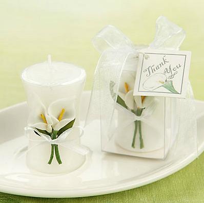Vela em formato de vaso elegante com flores Copo de Leite